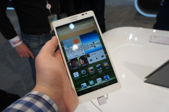 Huawei Ascend Mate Gre in der Hand
